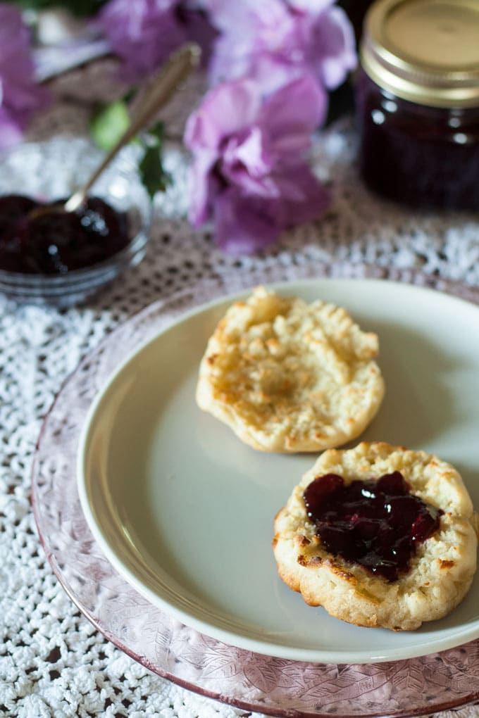 low sugar blackberry jam with English muffin