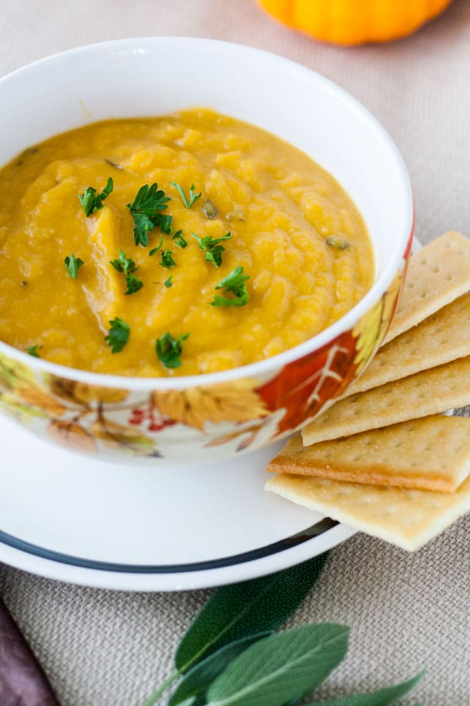 butternut squash soup with crackers