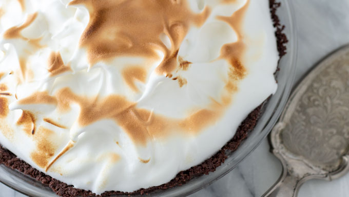 Overhead photo lemon meringue pie