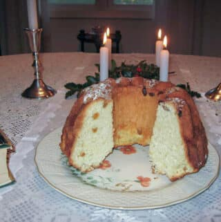 bundt kuchen on flowered plate and lace tablecloth