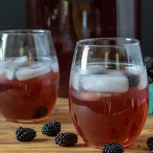 blackberry tea in glasses with ice
